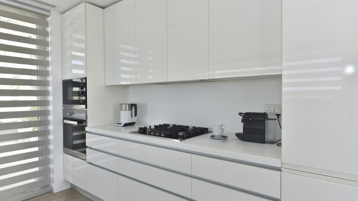 MODERN, CONTEMPORARY, MINIMALIST, SCANDINAVIAN, HOLLYWOOD GLAM kitchen by Takis Angelides Furnihome